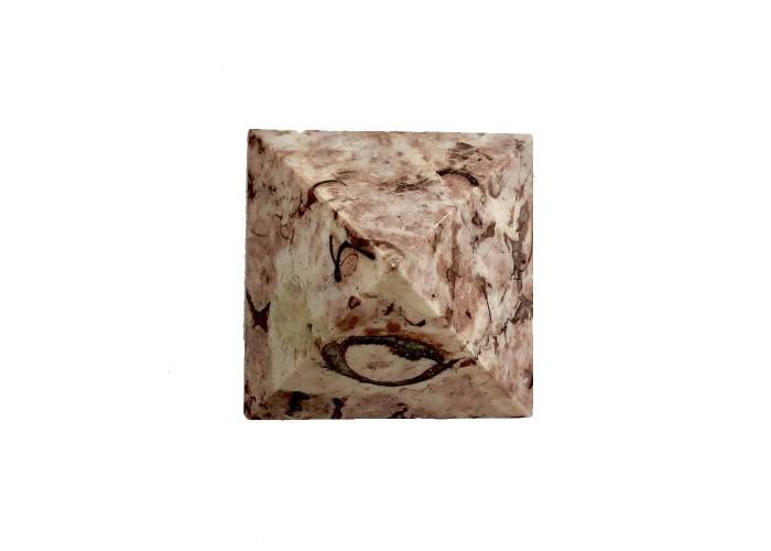 Пирамидка из розового мрамора 5х5см