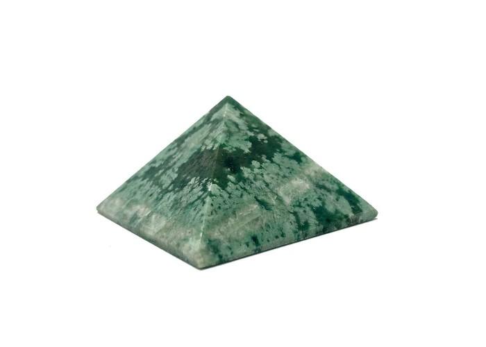 Пірамідка з ліственіту 5х5см