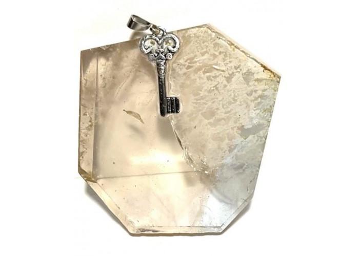 Кристалл топаза на подвеске 250 карат