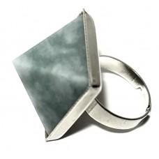 Перстень з пірамідою з жадеїту