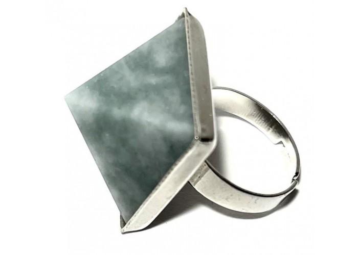 Перстень с пирамидой из жадеита