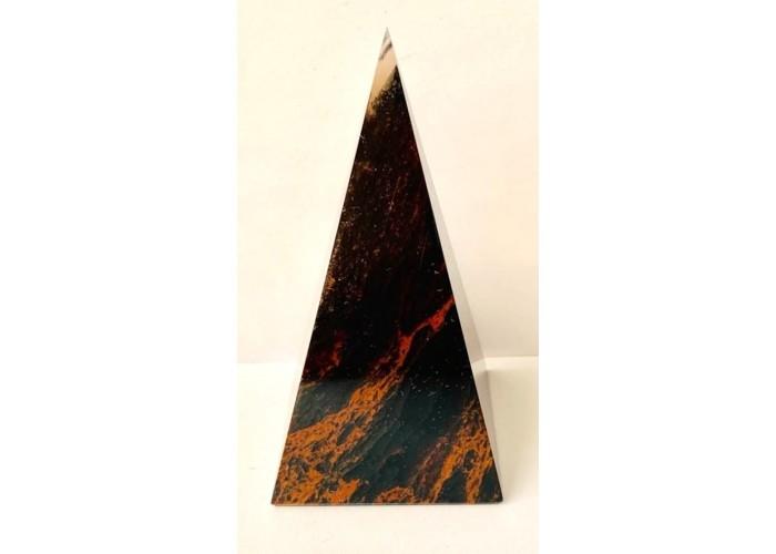 Пирамидка из обсидиана