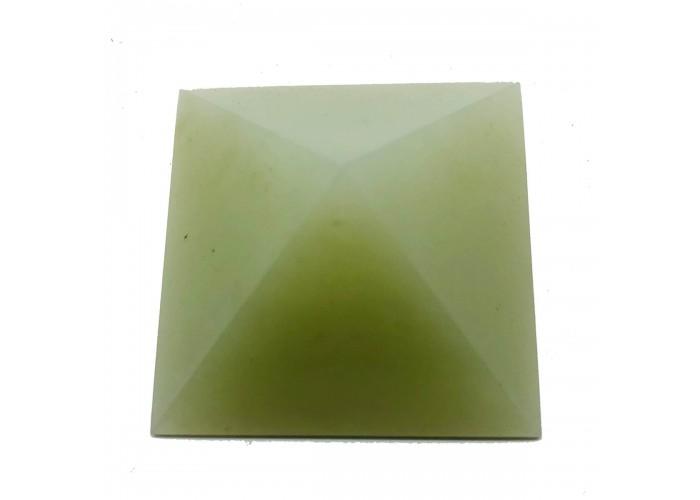Пірамідка з білого нефриту 4.5х4.5см