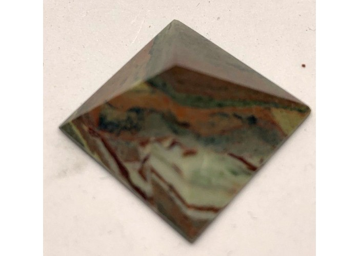 Пирамидка из яшмы - гелоитроп 2х2см