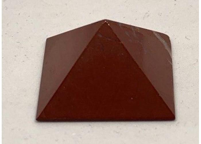 Пирамидка из красной яшмы 2х2см