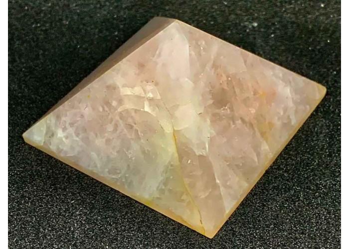 Пирамидка из розового кварца 5 х 5 см